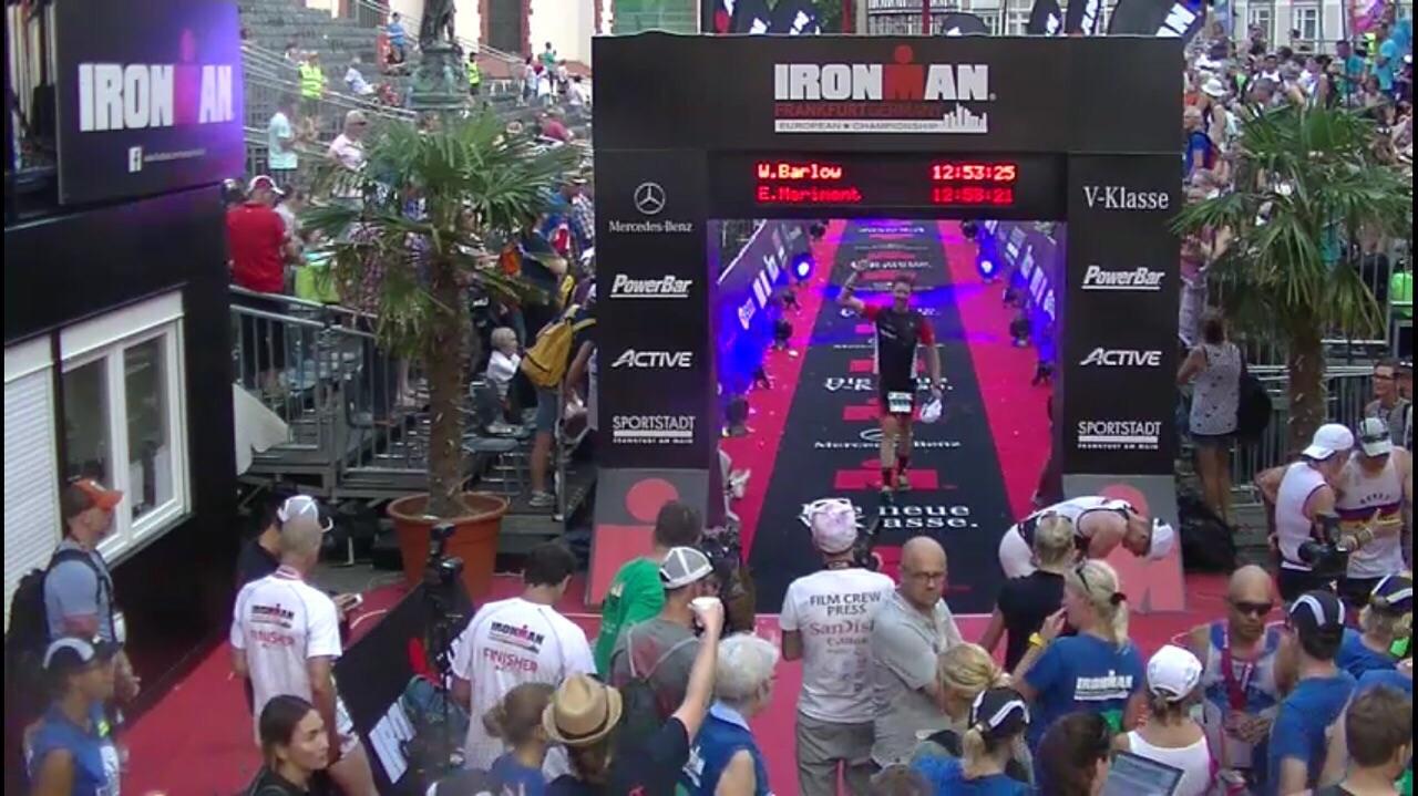 David Baldoví cruzando la línea de meta del Ironman en Frankfurt